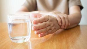 Günde en az 8 bardak su içmek için 10 önemli neden: Sağlığınız için su için!